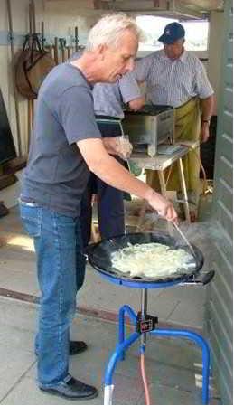 Uien bakken op een siliconen plaat.