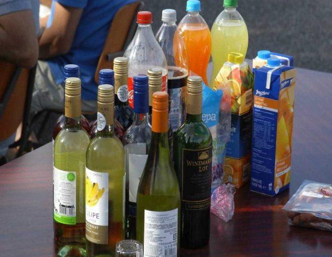 Al gauw staan de flessen op tafel