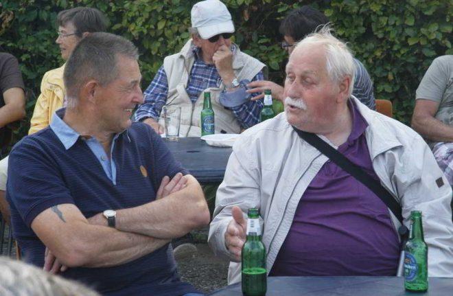 '…zal ik je vertellen, met twéé biertjes op rijdt die kar van mij als een spoortrein…!'